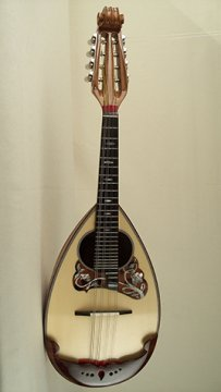A handcrafted lute from Liuteria Calace (Photograph by Raffaele Calace)